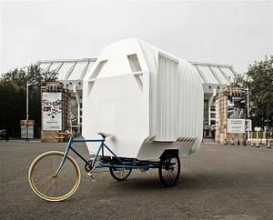 Tricyclestackedtravelhousebypeople